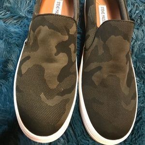 *NIB* Steve Madden Gills Sneakers